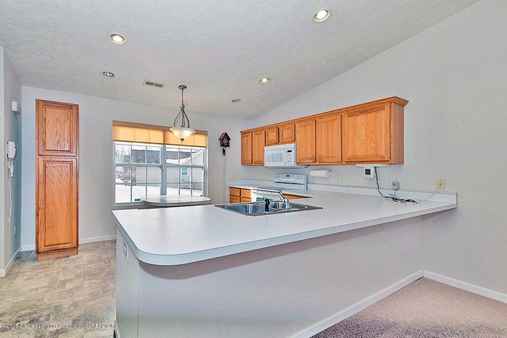 1502 Lytell Johnes Path  - KITCHEN WITH LARGE BAR AREA - 7