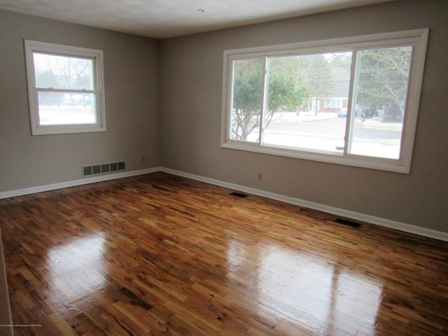 1432 N Harrison Rd - Living Room - 5