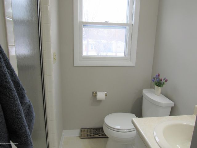 1432 N Harrison Rd - First Floor Bath - 17