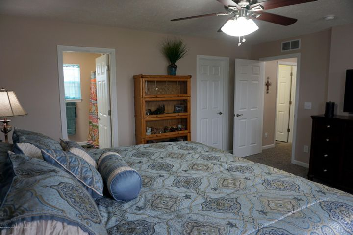 418 N Iris Ln - Mst. with Bath & Walk-in - 16