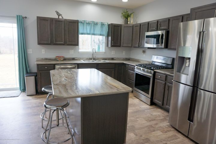 418 N Iris Ln - Wonderful Kitchen with Island - 14
