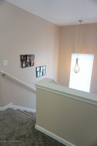 418 N Iris Ln - Landing with Spacious, open Stairwell - 19