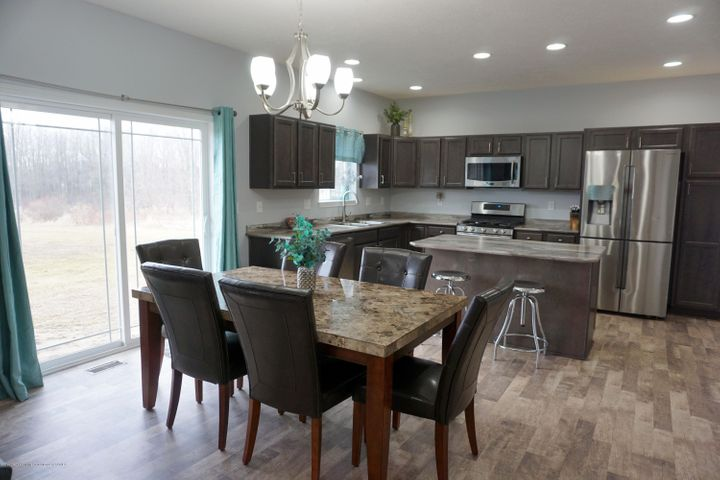 418 N Iris Ln - Dining & Kitchen Layout - 11