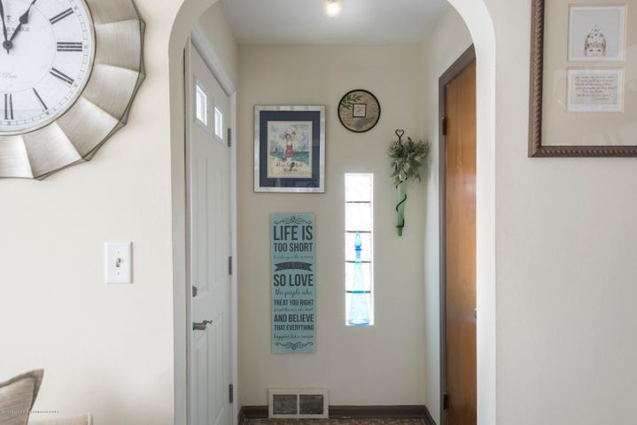 80 Piper Ave - Entry way - 4