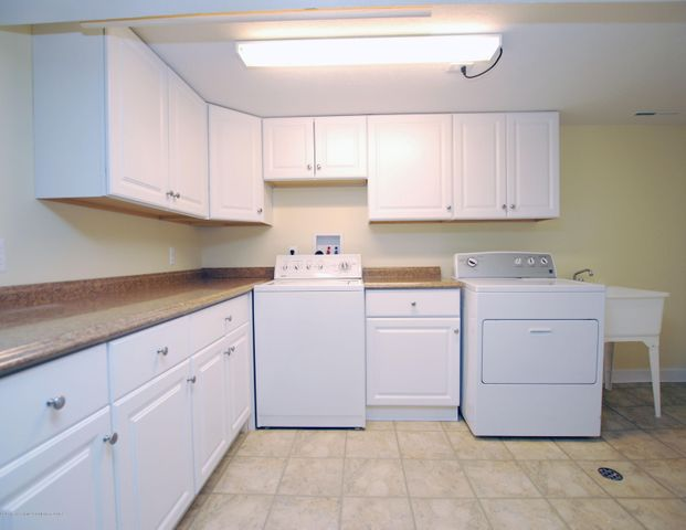 1935 Mendota Dr - MLS laundry - 27