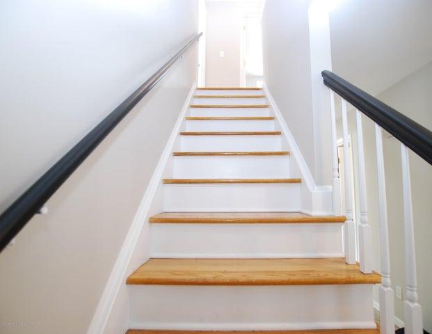 1935 Mendota Dr - MLS stairway 2 - 18