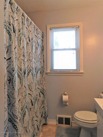 815 Andrus Ave - Full Bathroom - 17