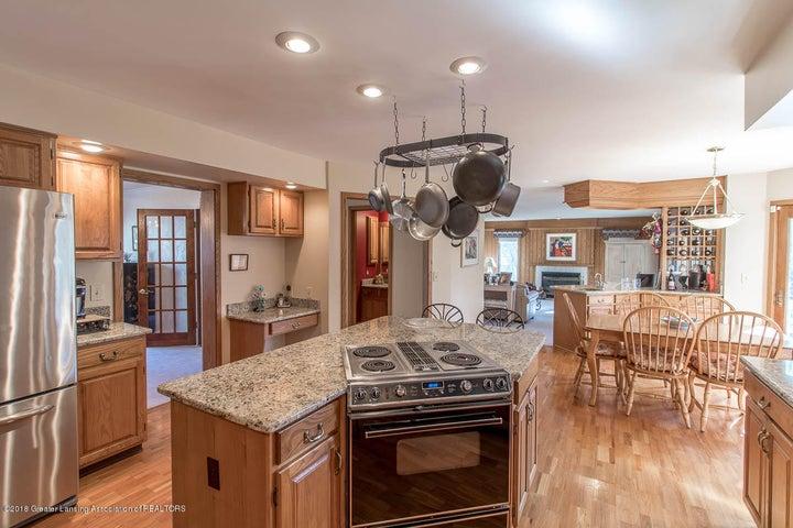 3925 Breckinridge Dr - Kitchen - 16