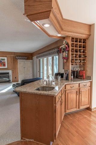 3925 Breckinridge Dr - Kitchen to Family Room - 20