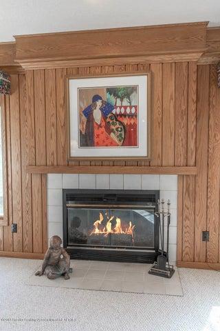 3925 Breckinridge Dr - Family Room Fireplace - 24