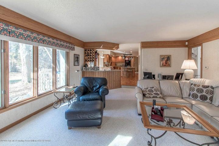 3925 Breckinridge Dr - Family Room to Kitchen - 25