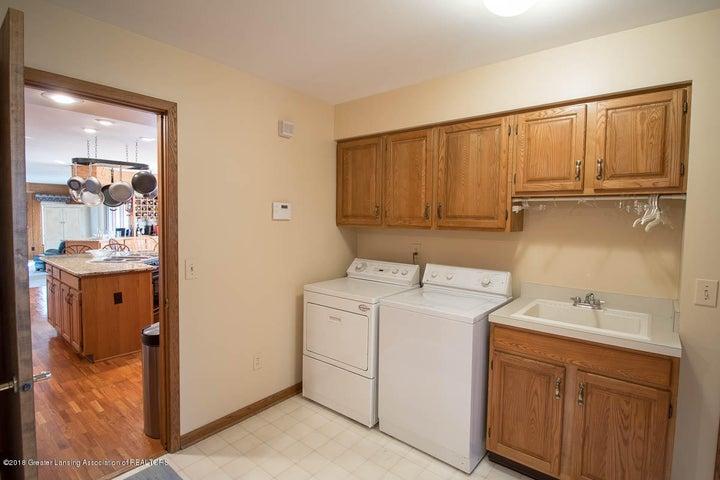 3925 Breckinridge Dr - Main Floor Laundry - 29