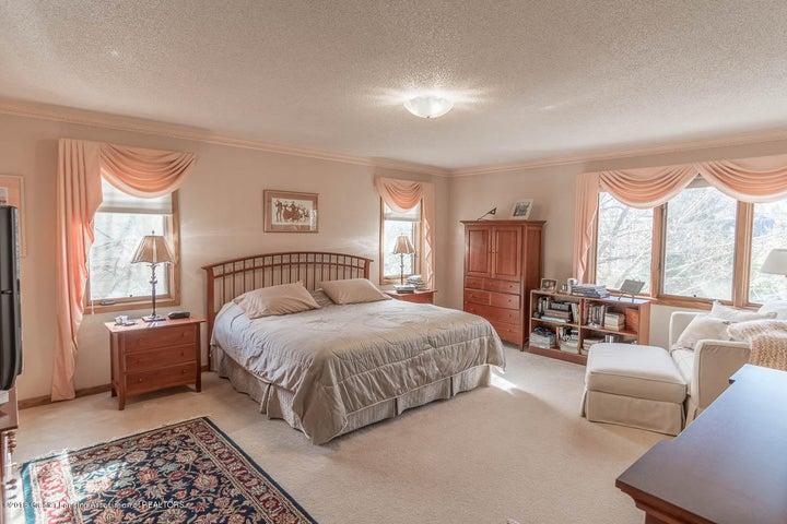 3925 Breckinridge Dr - Master Bedroom - 36