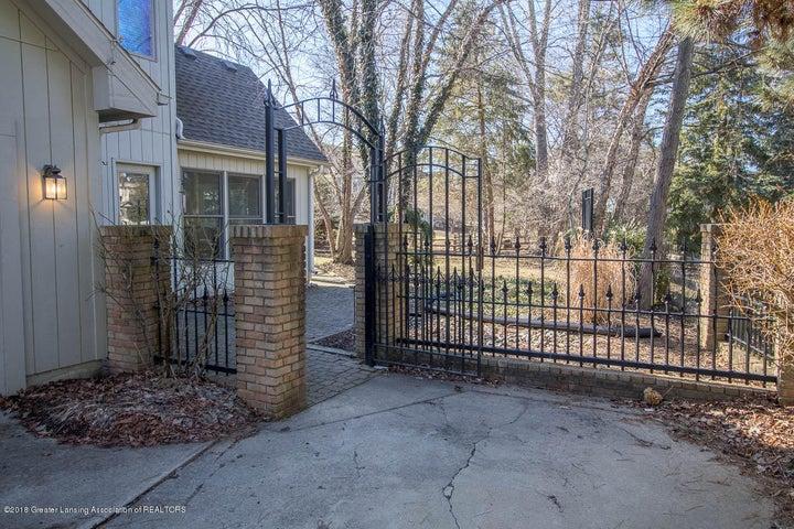 3925 Breckinridge Dr - Entry to Back Yard - 49