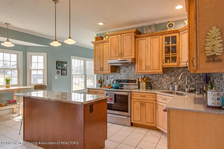 9006 Chadwick Rd - Wonderful Kitchen! - 4
