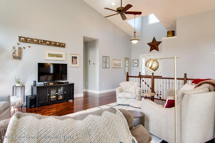 9006 Chadwick Rd - Great Room - 16