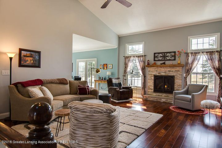 9006 Chadwick Rd - Great Room - 15