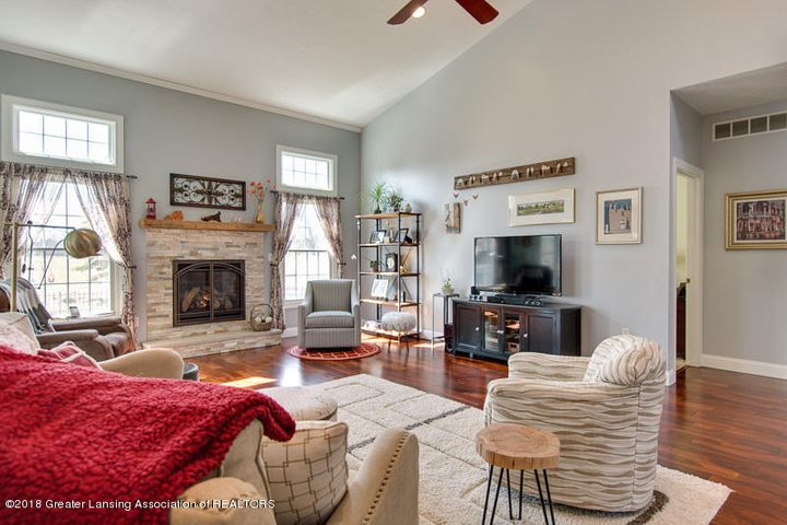 9006 Chadwick Rd - Great Room - 18