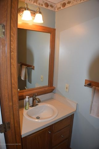 2361 Anchor Ct - First Floor Half Bath - 10