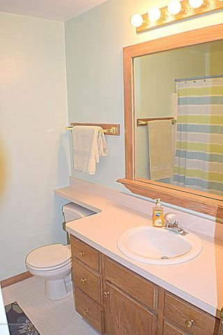 2361 Anchor Ct - 2nd Floor full guest bath - 16