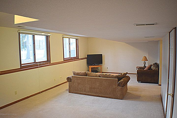2361 Anchor Ct - Basement Family Room - 19