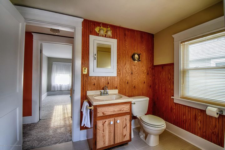 406 N Hayford Ave - 2nd Floor Bath - 17