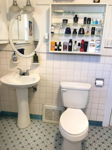 1201 Parkview St - Bathroom - 19