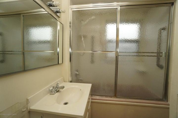 412 S Magnolia Ave - Bathroom - 15