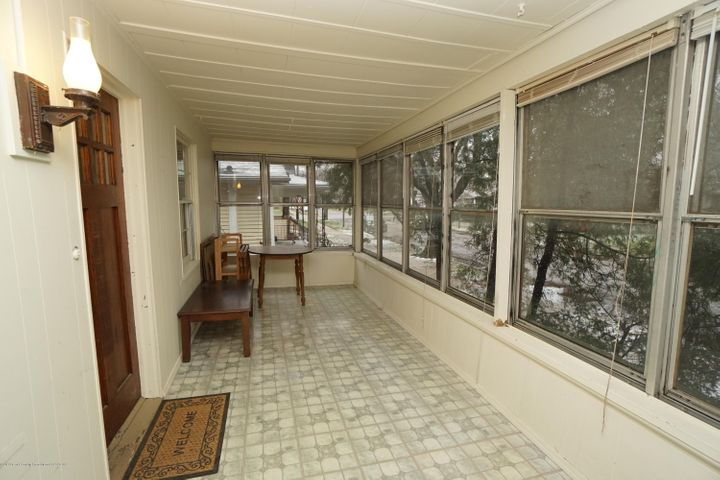412 S Magnolia Ave - Front Porch - 23