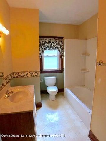 401 Lathrop St - Bathroom - 9
