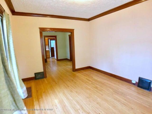401 Lathrop St - Living Room - 4