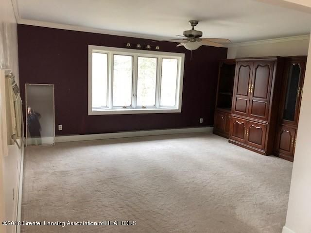 1398 Valley View Rd - LIVING ROOM - 4
