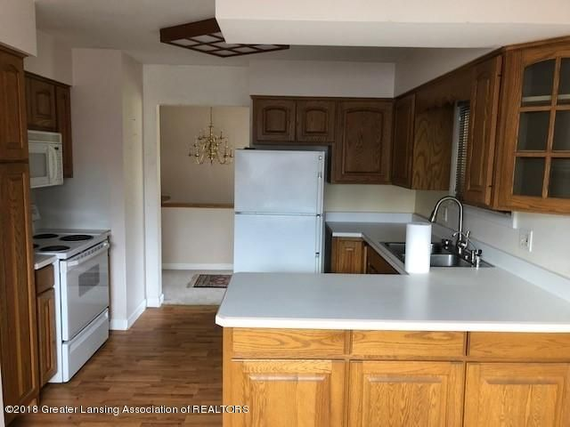 1398 Valley View Rd - KITCHEN - 5