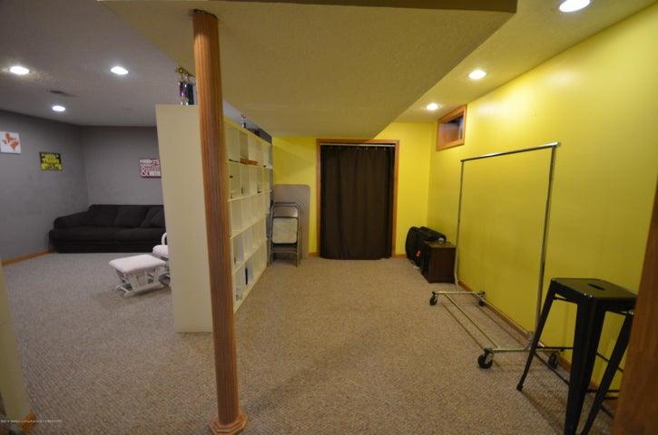 10630 Plains Rd - Family room - 27
