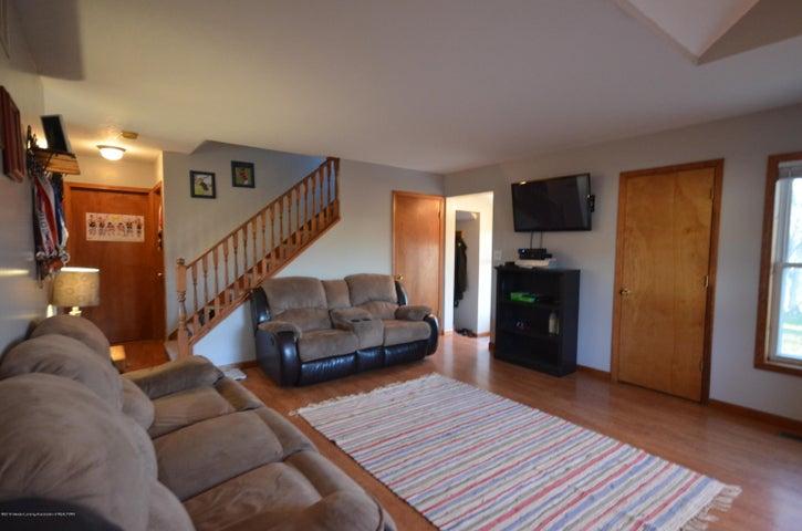 10630 Plains Rd - Living room - 7
