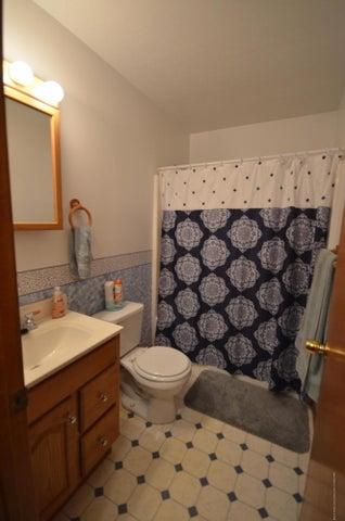 10630 Plains Rd - Main bathroom - 16