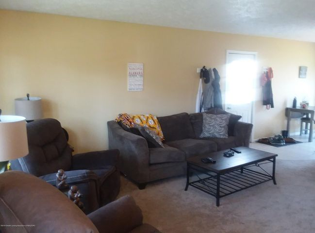 4112 Chickory Ln - Living Room - 2