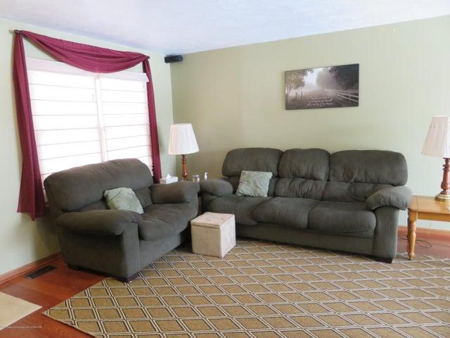 9630 S Morrice Rd - 2 9630 living Room - 2