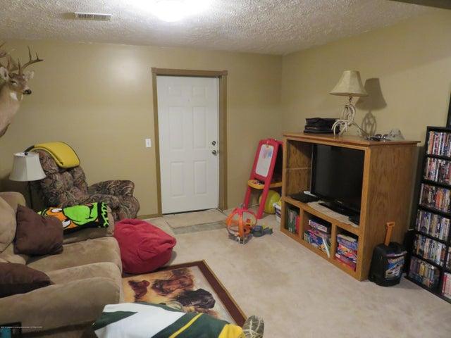 9630 S Morrice Rd - 18 9630 Family Room - 15
