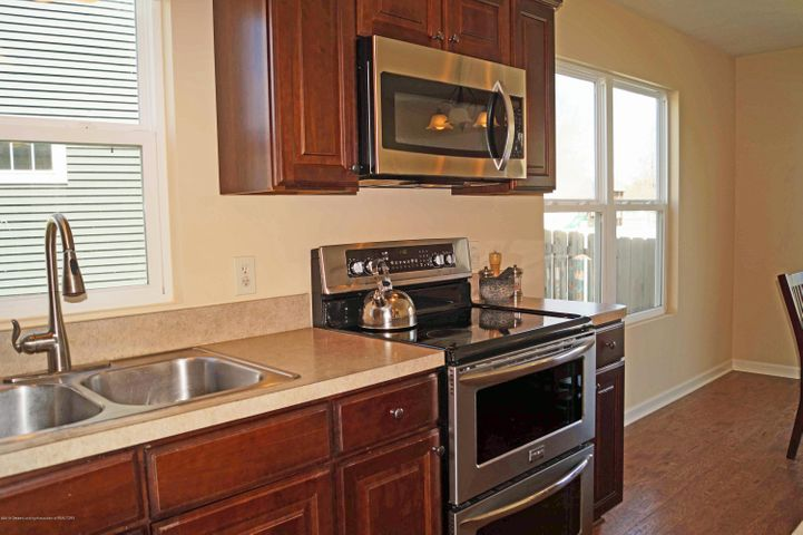 1051 Oakwood Dr - Kitchen - 8