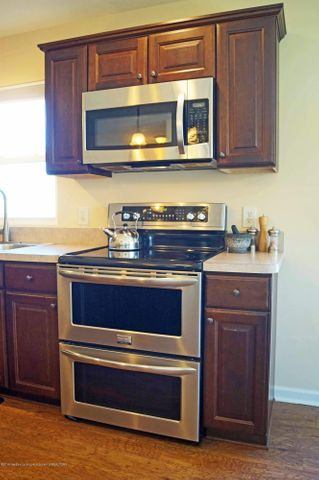1051 Oakwood Dr - Kitchen - 9