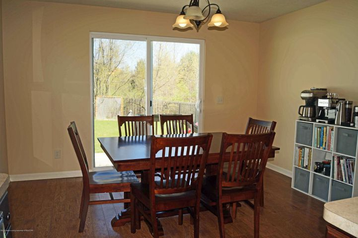 1051 Oakwood Dr - Dining - 11