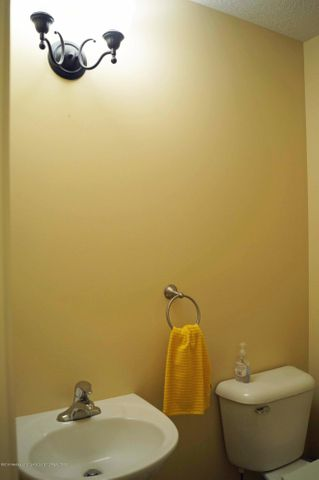 1051 Oakwood Dr - Half Bath - 14