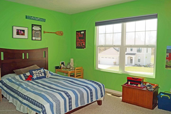 1051 Oakwood Dr - Bedroom 2 - 21