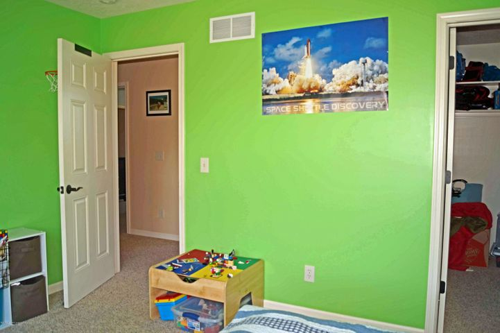 1051 Oakwood Dr - Bedroom - 22