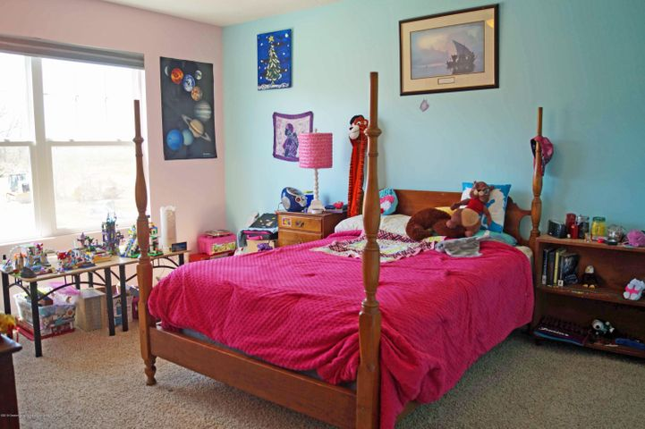 1051 Oakwood Dr - Bedroom 3 - 24