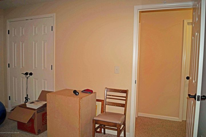 1051 Oakwood Dr - Bedroom - 30
