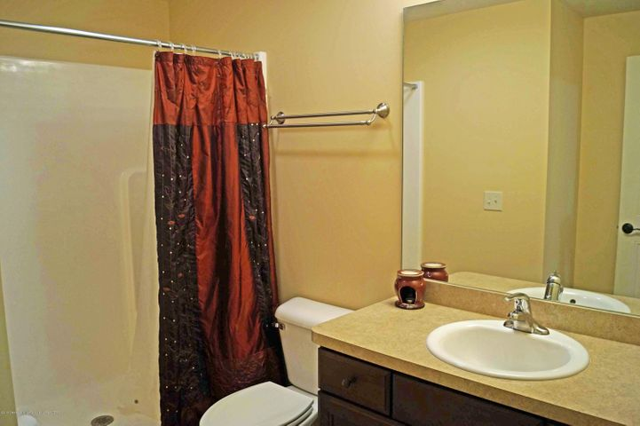 1051 Oakwood Dr - 3rd Full Bath - 31