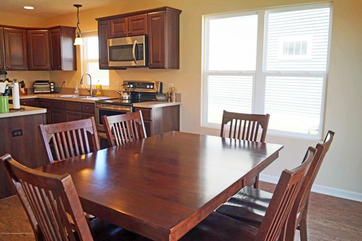 1051 Oakwood Dr - Dining - 13