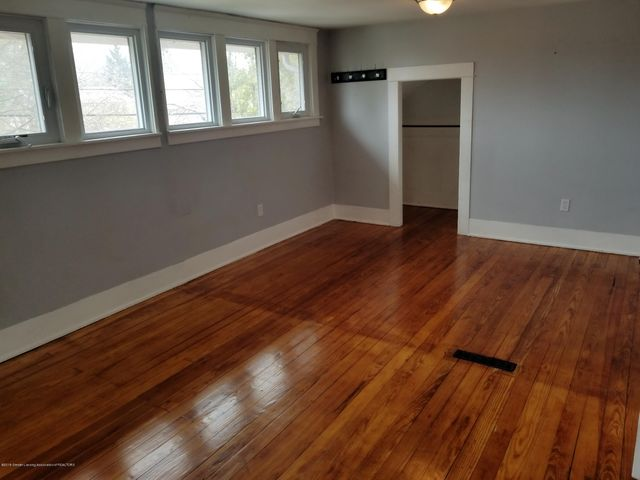 110 N Foster Ave - PHOTO - 14
